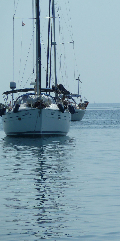 Segelboote auf Meer